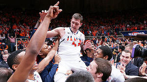 Illinois topples No. 1 Indiana