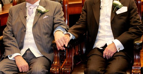 British lawmakers voted in favor of legislation allowing gay marriage despite a split in Prime Minister David Cameron's Conservative party.