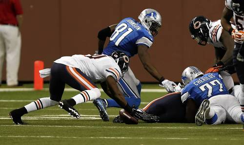 Major Wright recovers a fumble in the third quarter against the Lions.