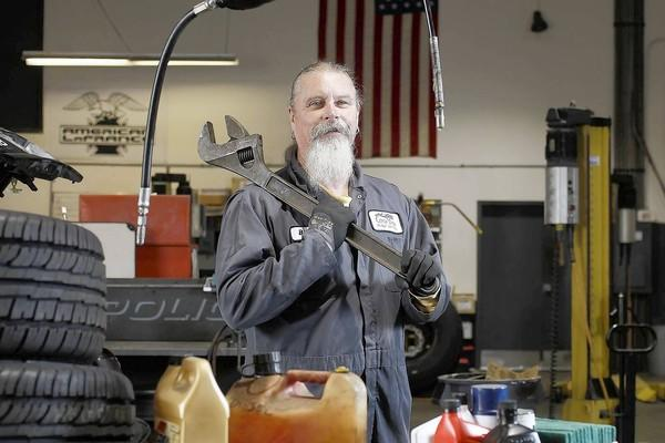 Billy Folsom, a Costa Mesa city mechanic and former employee association president, is retiring in March after working for the city for more than 30 years.