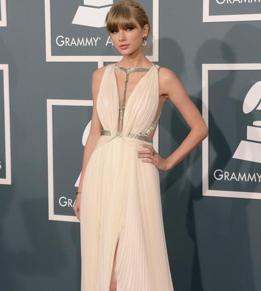 Grammy Awards 2013: Red Carpet Arrivals: Taylor Swift