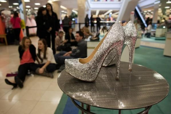Fans wait in line to meet Kristin Cavallari, who was promoting her shoe line for Chinese Laundry at the Von Maur store in Yorktown Center mall in Lombard, Ill. Feb 9, 2013.