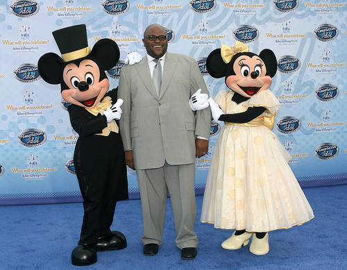 American Idol season 2 winner Ruben Studdard poses with Mickey and Minnie Mouse at the premiere of The American Idol Experience at Disney's Hollywood Studios on Thursday, February 12, 2009.