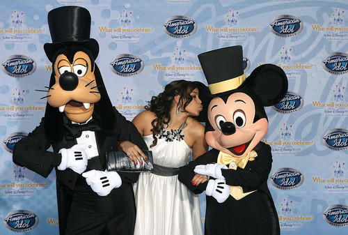 American Idol season 6 winner Jordin Sparks poses with Goofy and Mickey Mouse at the premiere of The American Idol Experience at Disney's Hollywood Studios on Thursday, February 12, 2009.