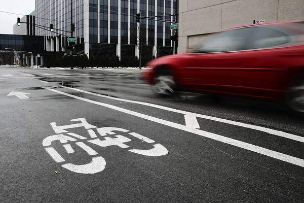 The state has hit the brakes on Chicago's plans to build more protected bike lanes instead of buffered lanes such as on Jackson Boulevard, above.