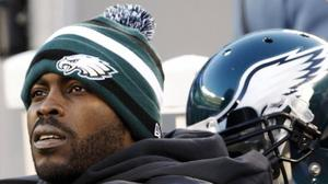 Vick re-signs with Eagles, according to ESPN