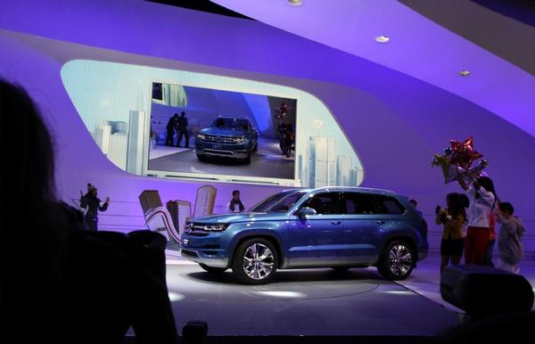 Volkswagen debuts the CrossBlue midsize SUV concept, a six-seater with an innovative diesel electric plug-in hybrid power train at the 2013 North American International Auto Show at COBO Center. Experts said more dealer expertise is needed to help buyers over the electric car and hybrid learning curve.