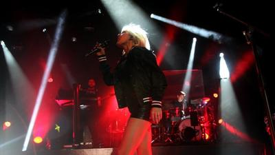 Review: Ellie Goulding starry-eyed at the Palladium
