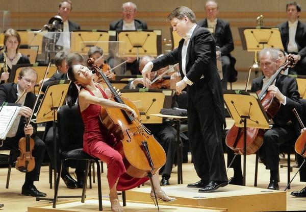 Cellist Sophie Shao and conductor Keith Lockhart with the BBC Concert Orchestra.