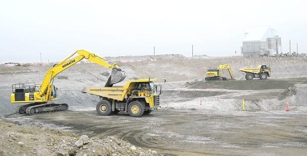 A crew works to remove contaminated soil near the Hanford site's D Reactor. Hanford is the nation's most contaminated piece of property, home to 56 million gallons of highly radioactive sludge in underground tanks that pose a long-term risk of leaking into the Columbia River.
