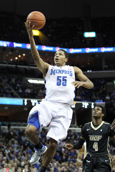 Memphis Tigers guard Geron Johnson (55) drives to the basket defended by Central Florida Knights Daiquan Walker (4) during the first half at the FedEx Forum.