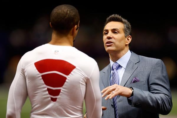 Kurt Warner, right, speaks with San Francisco 49ers quarterback Colin Kaepernick before the Super Bowl on Feb. 3.