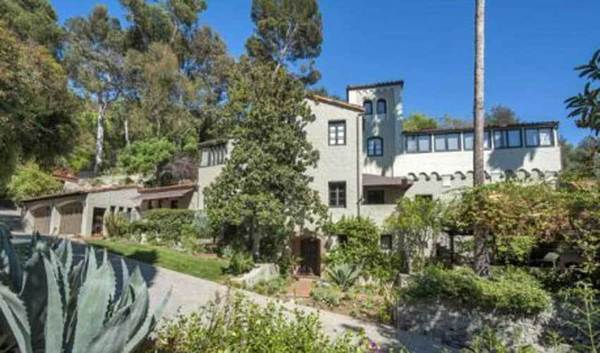 Grammy winner Sheryl Crow has taken $2 million off the asking price of her Hollywood Hills West compound.