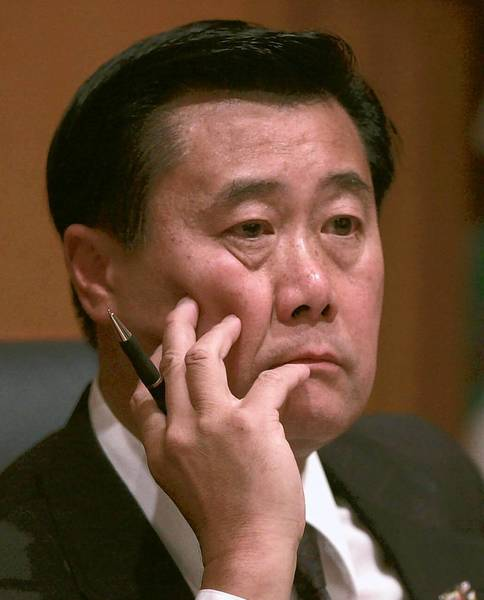 Sen. Leland Yee (D-San Francisco) received a threatening email about four weeks ago. A suspect was arrested on Tuesday.