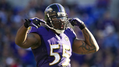 Report: Ravens' Suggs to rehab biceps injury