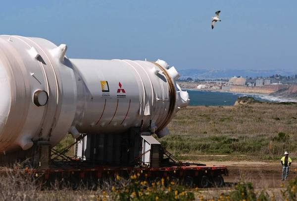 In this 2009 photo, a spotter eyeballs the dirt pathway just ahead of a nuclear steam generator as it was delivered to the San Onofre plant.