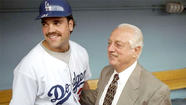 Mike Piazza pushes himself further from Dodgers with Vin Scully comments
