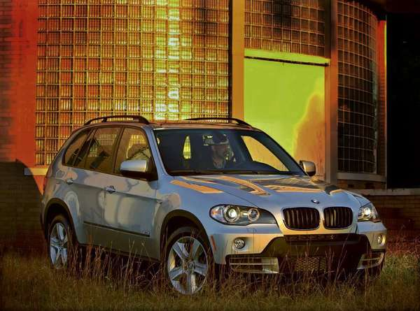 A model 2007 BMW X5 SUV. BMW is recalling more than 30,000 eight-cylinder X5 SUVs from the 2007-10 model years to fix a leak that could affect braking.
