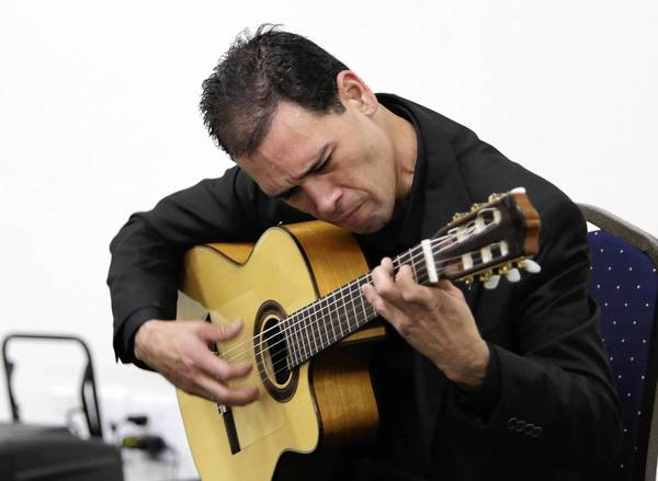 Leo Lopez performs as part of the Mount Dora Music Festival.