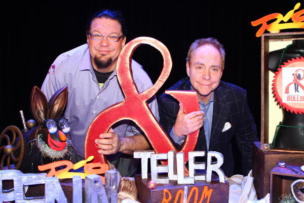 Penn & Teller celebrate the 20th anniversary in Las Vegas with a custom cake.