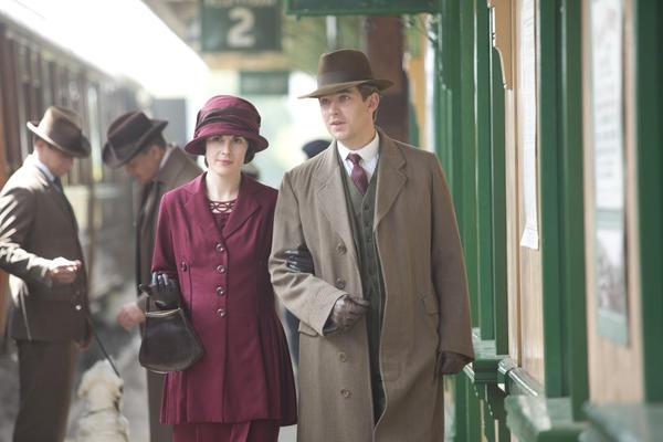 Michelle Dockery as Lady Mary and Dan Stevens as Matthew Crawley