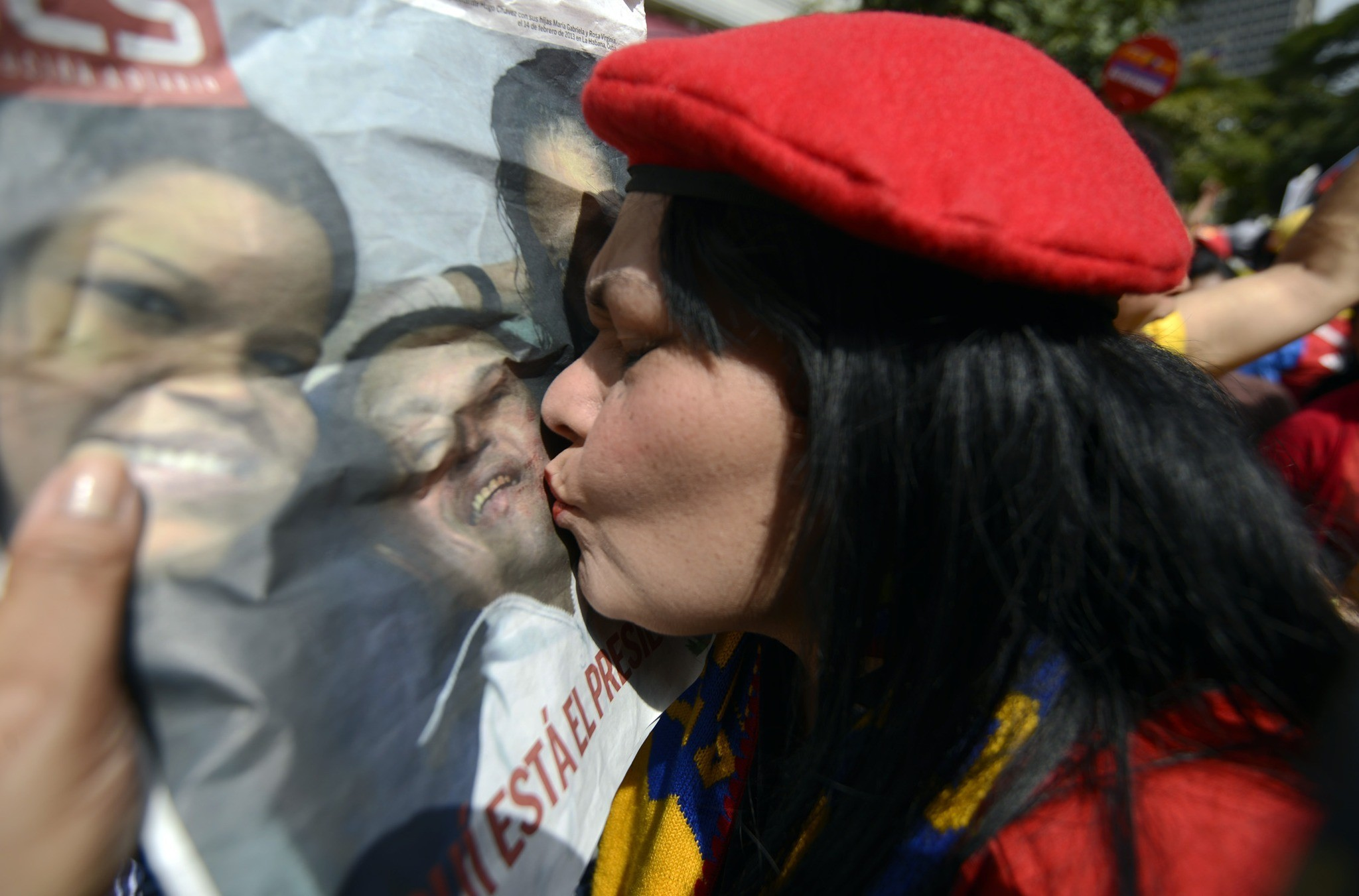 Hugo Chavez returns to Venezuela - Kiss