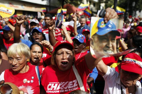 Hugo Chavez returns to Venezuela - Emotional crowds