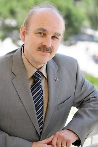 Rubén Rumbaut.