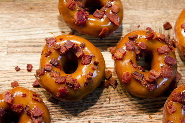 "Bacon-butterscotch doughnuts at <a href=""http://chicago.metromix.com/venues/mmxchi-endgrain-venue"">Endgrain</a>, 1851 W. Addison St."