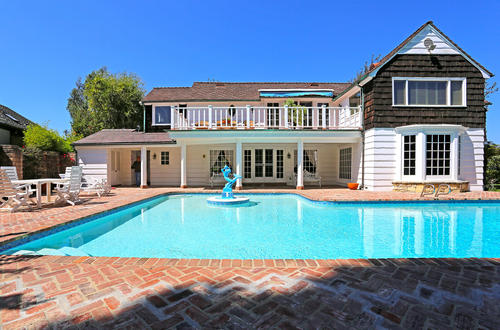 The Ernest Borgnine estate in the Beverly Crest area was purchased by actors Jason Bateman and Amanda Anka.