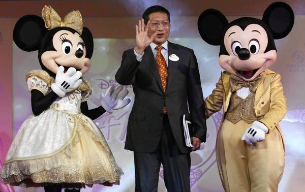 Hong Kong Disneyland Managing Director Andrew Kam at a news conference in Hong Kong with Mickey and Minnie Mouse.