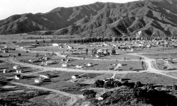 A view of Montrose taken circa 1919. Honolulu Avenue was still not developed, except for a lumber barn that would be torn down in 1939 to make room for the JC Penny building.