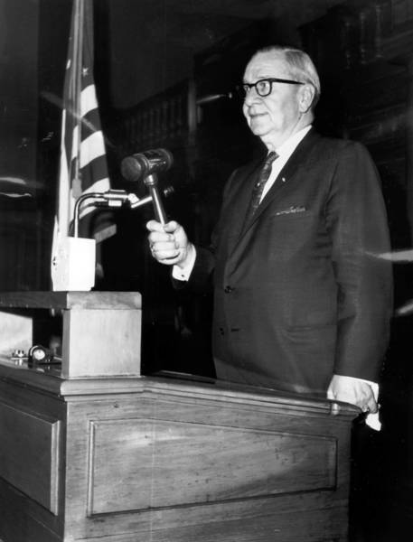 Secretary of State Paul Powell pounds the gavel to open the House session on January 4, 1976 in Springfield, Illinois.