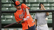 Michael Phelps takes batting practice with Orioles
