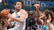 Orlando Magic send Redick, Ayón and Smith to the Milwaukee Bucks