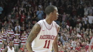 Young's lay-up late lifts Arkansas over Georgia