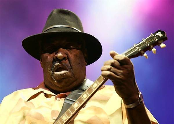 Guitarist Magic Slim, a mainstay of the Chicago blues scene who followed in the footsteps of such greats as Muddy Waters and Howlin' Wolf, died on Thursday, Feb. 21, at age 75, his manager said.