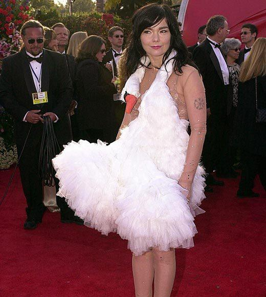 Academy Awards fashions through the years: Bjork, 2001