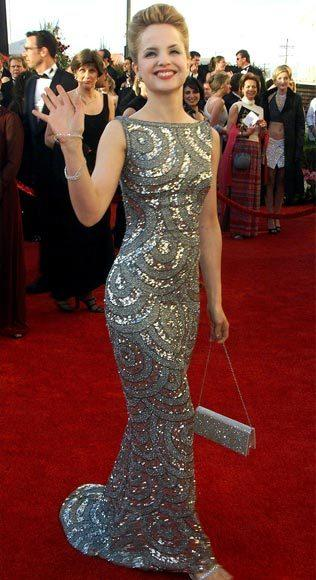 Academy Awards fashions through the years: Mena Suvari, 2000