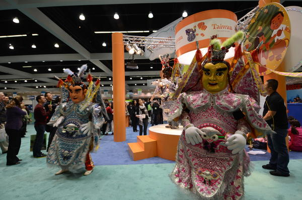 Taiwanese characters entertain travel show attendees with some flair.