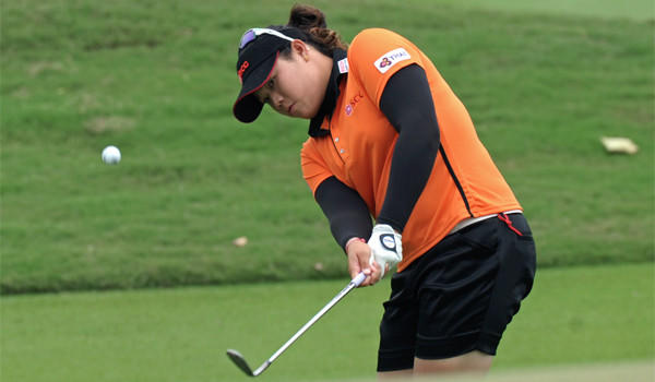 Ariya Jutanugarn had seven birdies -- including five straight from No. 10 -- for an 11-under 205 total at the LPGA Thailand on Saturday.