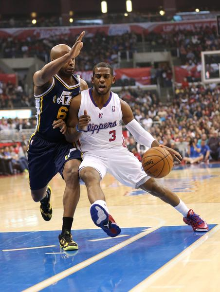 Clippers guard Chris Paul drives against Utah Jazz guard Jamaal Tinsley.