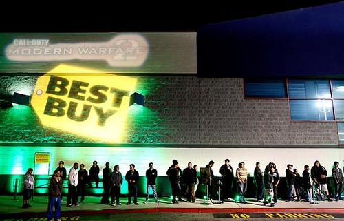 Hundreds of people line up to buy Call of Duty: Modern Warfare 2 at Best Buy in West Los Angeles ahead of its Nov. 10 launch.