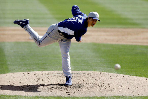 Zack Greinke throws against the Chicago White Sox in the second inning of a spring training game.