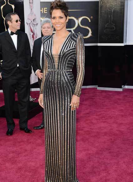Oscars 2013: Academy Awards red carpet arrival pics: Halle Berry