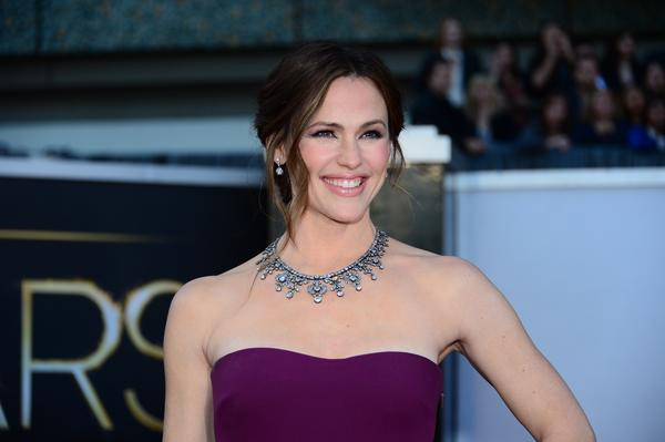 A statement necklace if ever there was one: Jennifer Garner wore a 200-carats darkened platinum diamond collar by Neil Lane with her plum-colored Gucci gown.