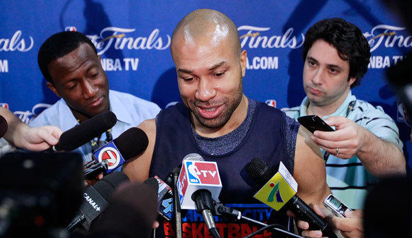 Oklahoma Thunder's Derek Fisher speaks to the media before practice for Game 3 of the NBA basketball finals in Miami, Florida June 16, 2012.