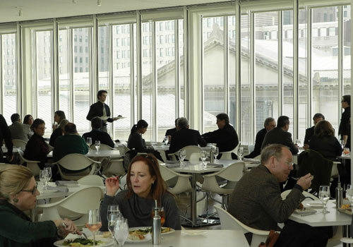 <br><b>Who eats:</b> A mixture of businesspeople, museum visitors and diners taking it easy with a glass of wine.