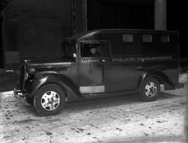 First Chicago Police Department patrol wagon, January 28, 1939.