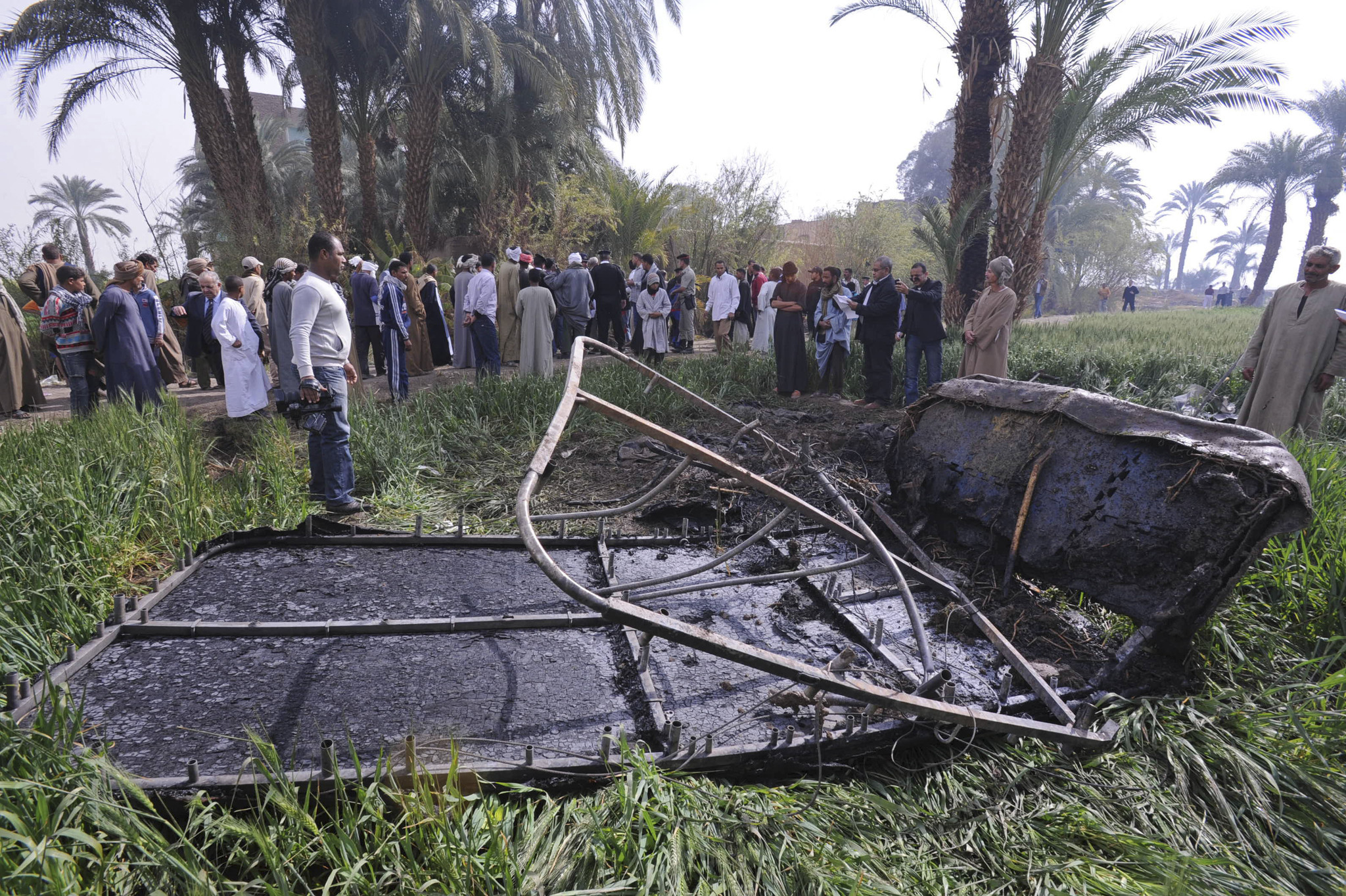 Hot-air balloon crash in Egypt kills 18 - Crash site